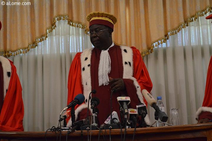 Prestation de serment de faure gnassingb pour un nouveau for Haute juridiction